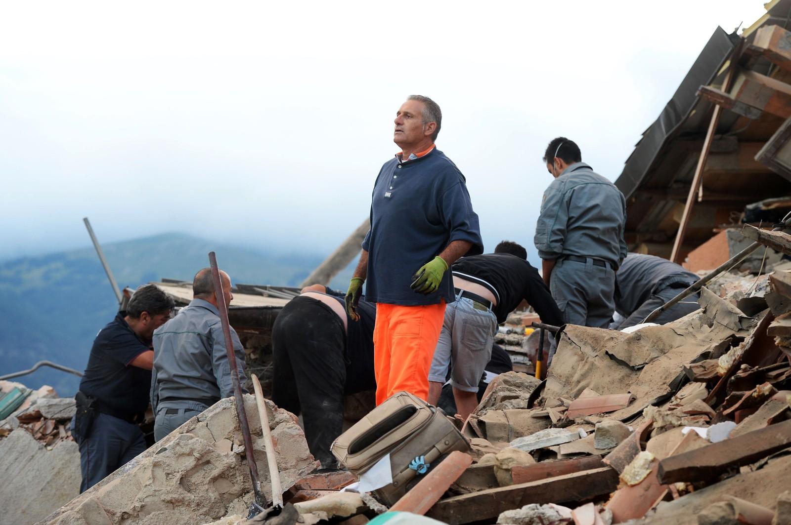 Mange hus har kollapset som følge av jordskjelvet.