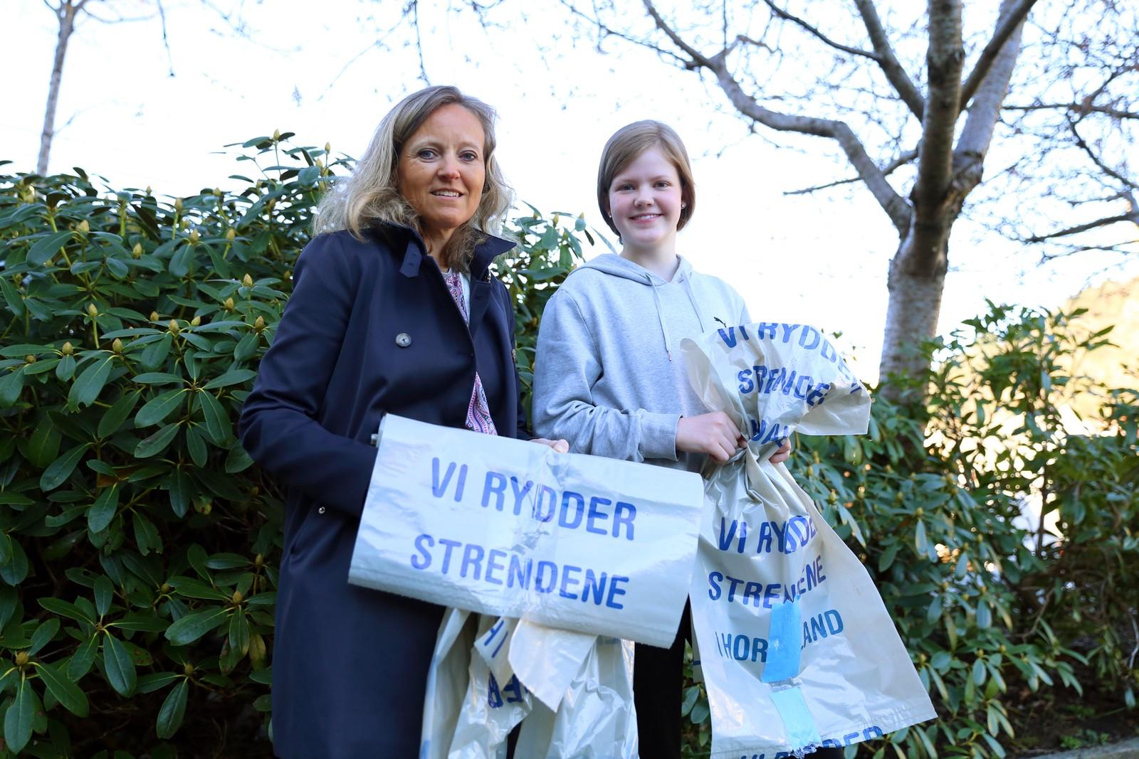 KLARE: Skoleeleven Emilie Klakegg vil prøve å få med klassekameratene på Strandryddedagen. Kommunikasjonssjef Mette Nygård Havre i renovasjonsselskapet BIR forteller at de alt har tatt imot 23 tonn søppel fra strender i Hordaland.