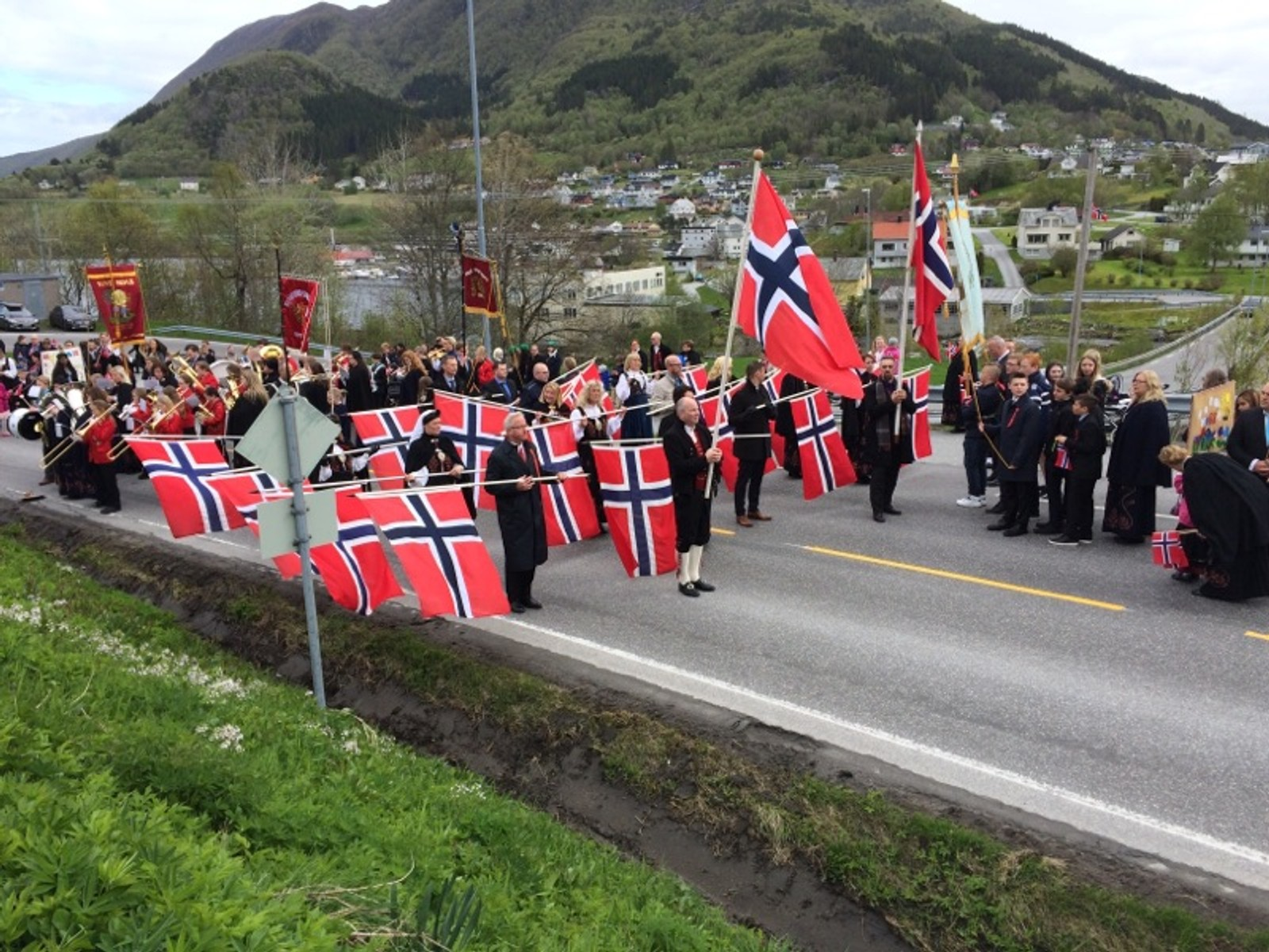 17.mai i Tennfjord og Vatne.