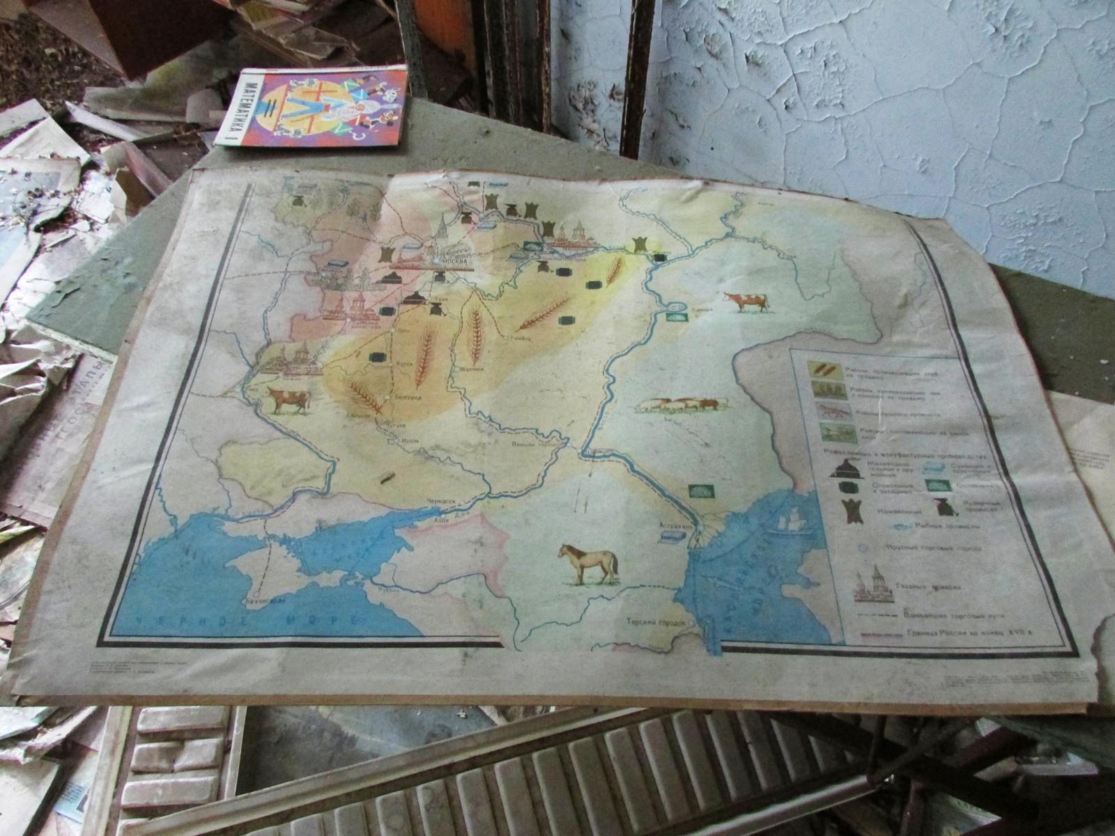 En plansje inne på skole nummer fire som skulle vise elevene hva man produserte i Sovjetunionens forskjellige regioner.