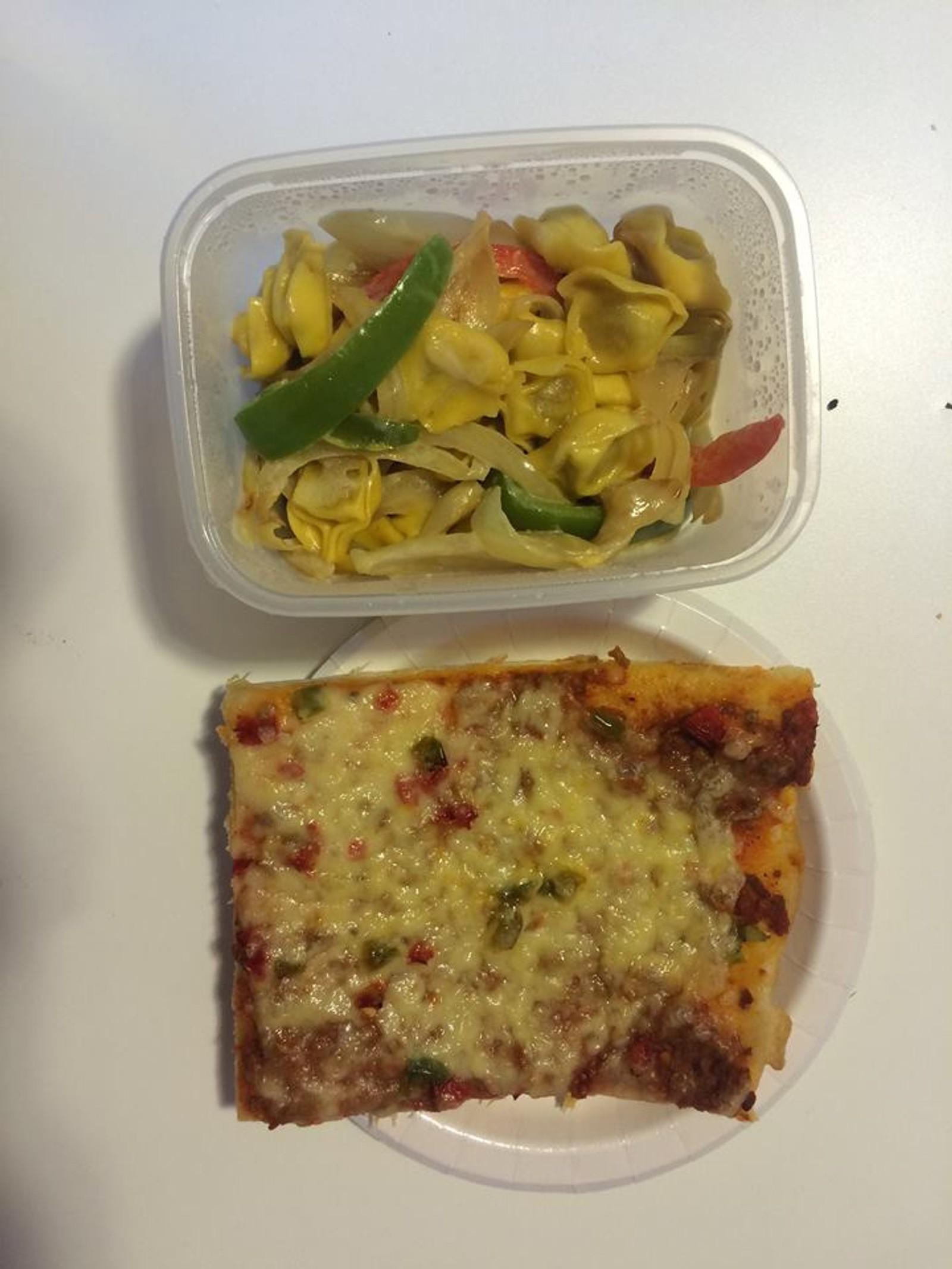 ÅRSTAD: Denne maten var tilberedt av elever ved kokkelinjen og smakte greit.