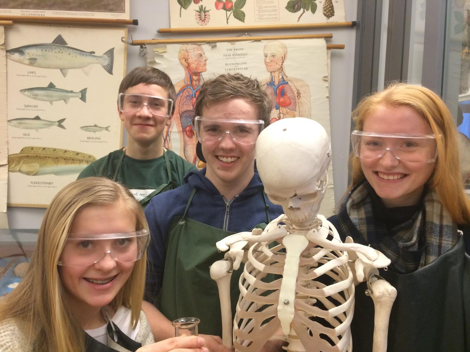 Sondre Wold, Guro Smitt-Amundsen Wimmer, Odd Martin Hofgård og Hermine Behrens Dyreng fra Elverum ungdomsskole fikk 8 poeng i Klassequizen.