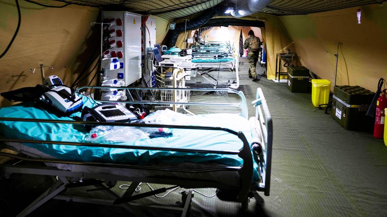 Et militært felthospital som er satt opp utenfor Mulhouse for å ta hånd om de mange syke.