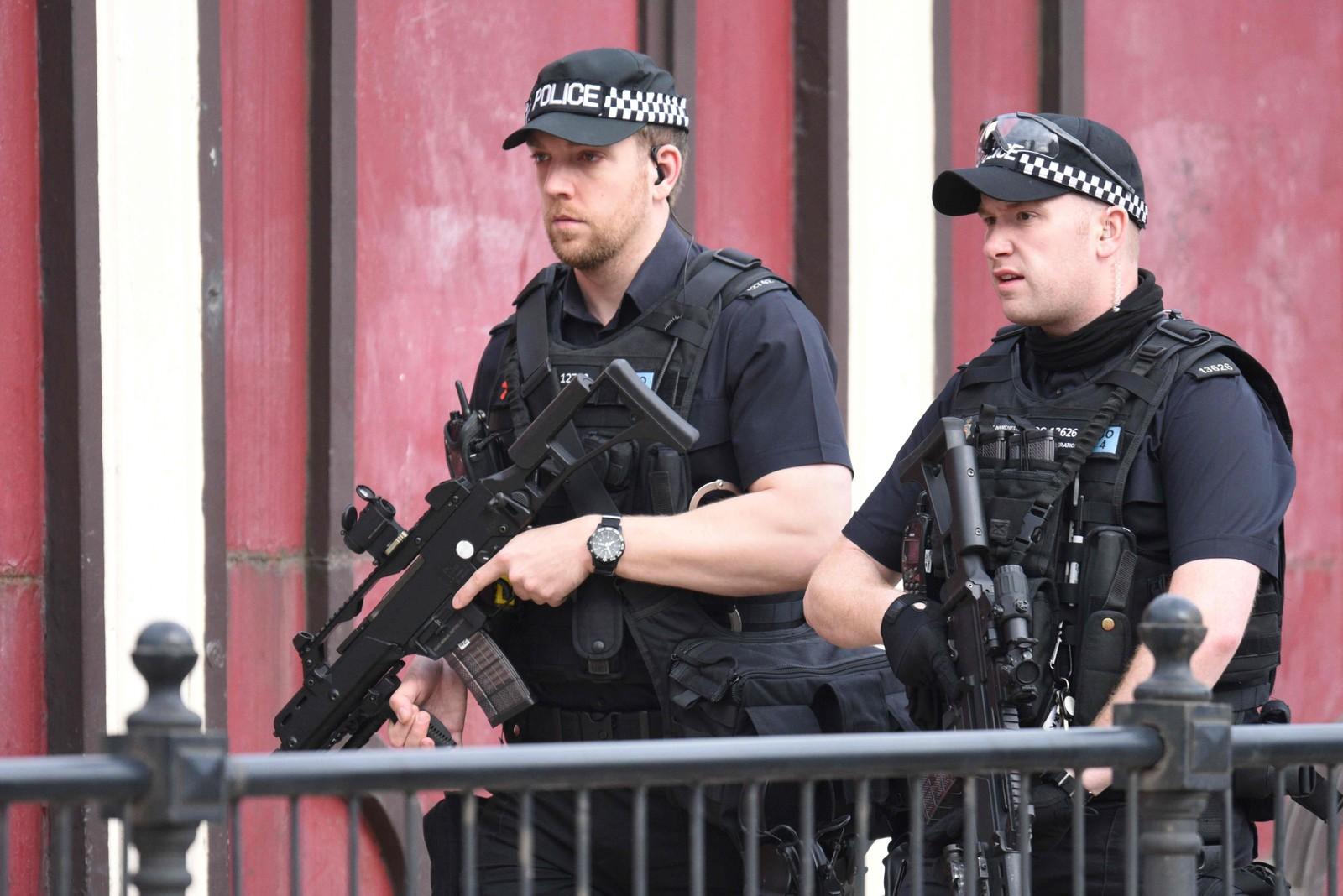 Politiet i Manchester er bevæpnet etter mandagens angrep mot konsertlokalet.