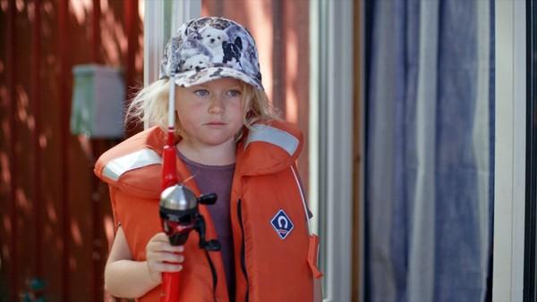 Norsk dramaserie. (5:8) Fisketur.Sol har gledet seg veldig til fisketuren med de eldste barna i barnehagen, og blir veldig lei seg når hun skjønner at de andre har dratt uten henne. Heldigvis har Birk en annen lur plan på gang.