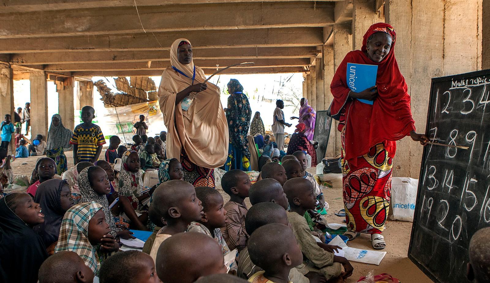 Nigerianske barn på flukt på et midlertidig læringssenter for internt fordrevne, fotografert 26. mai, 2015.