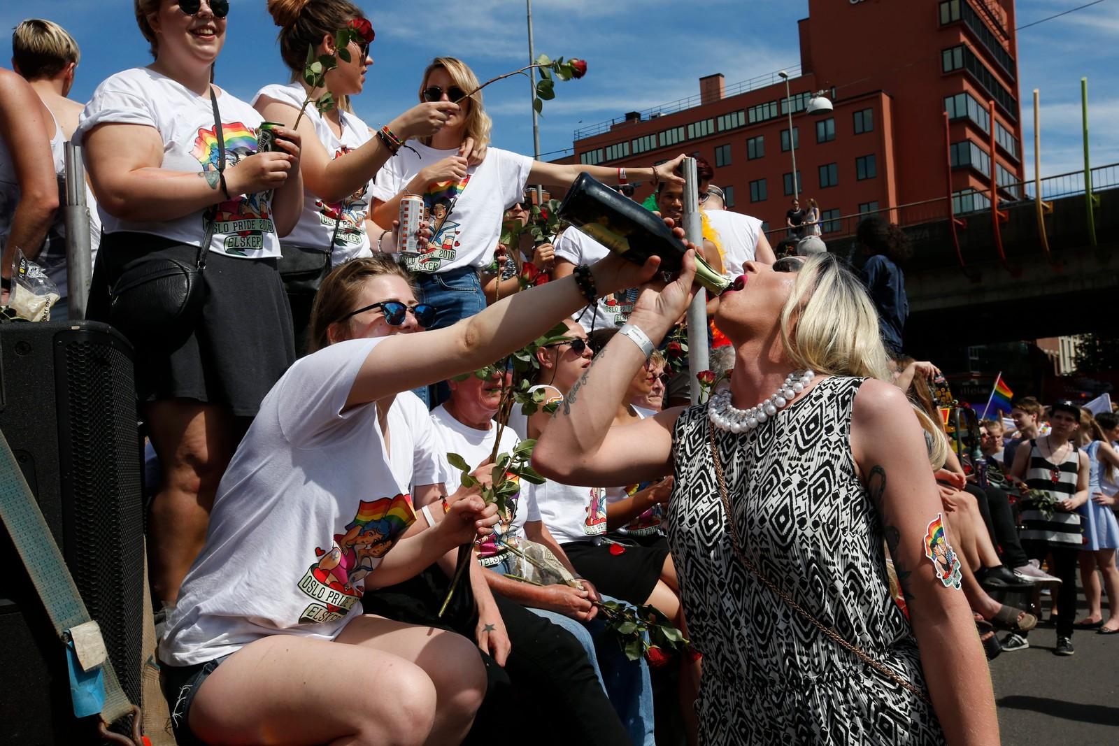 Homofile, lesbiske, transpersoner og støttespillere deltok under lørdagens Pride-parade gjennom Grønland i Oslo.