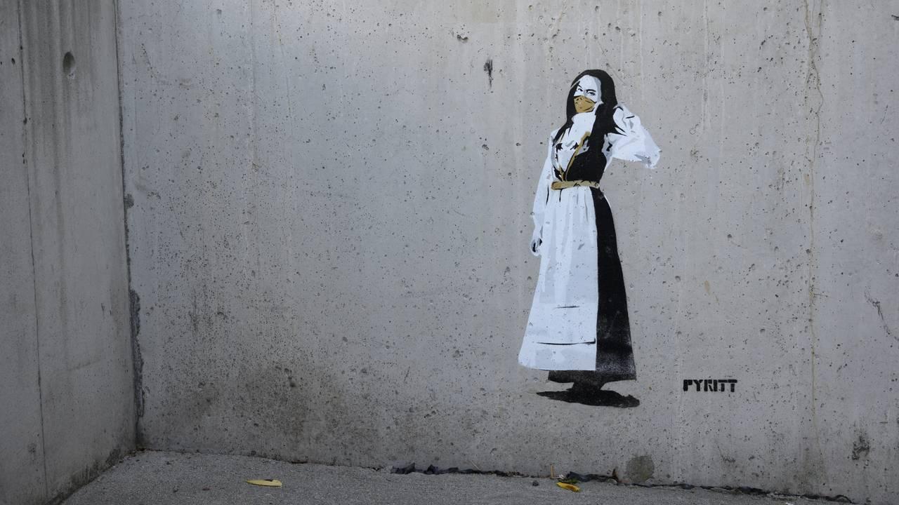 Gatekunst i Bergen. Kunstneren Pyritt har latt seg inspirere av korona-epidemien.