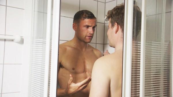 Ramm i dusjen med Dyrhaug