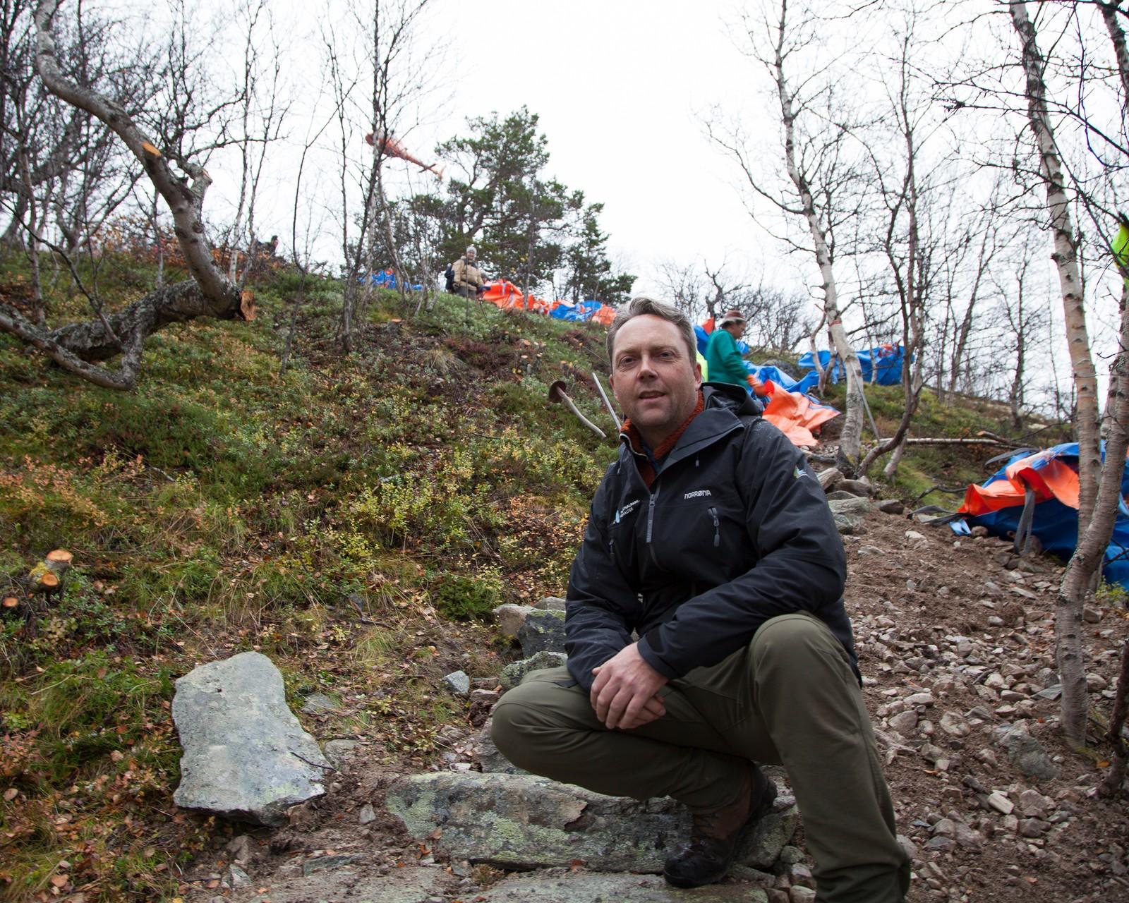 Stein Magne Grevrusten er nasjonalparkforvalter i Rondane og følger stibyggingen med spenning.