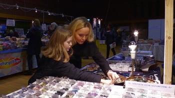 Mye folk besøker alternativmessen i Trondheim og det er utstillere fra hele Skandinavia.