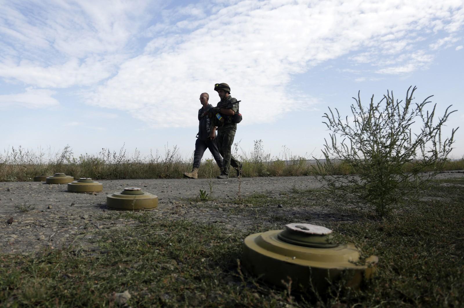 Nye samtaler mellom Ukraina, Russland og EU fant sted i Brüssel denne uka. Kamper mellom pro-russiske og ukrainske regjeringsstyrker tok seg opp denne uka. Dette bildet viser miner i regionen Lugansk.