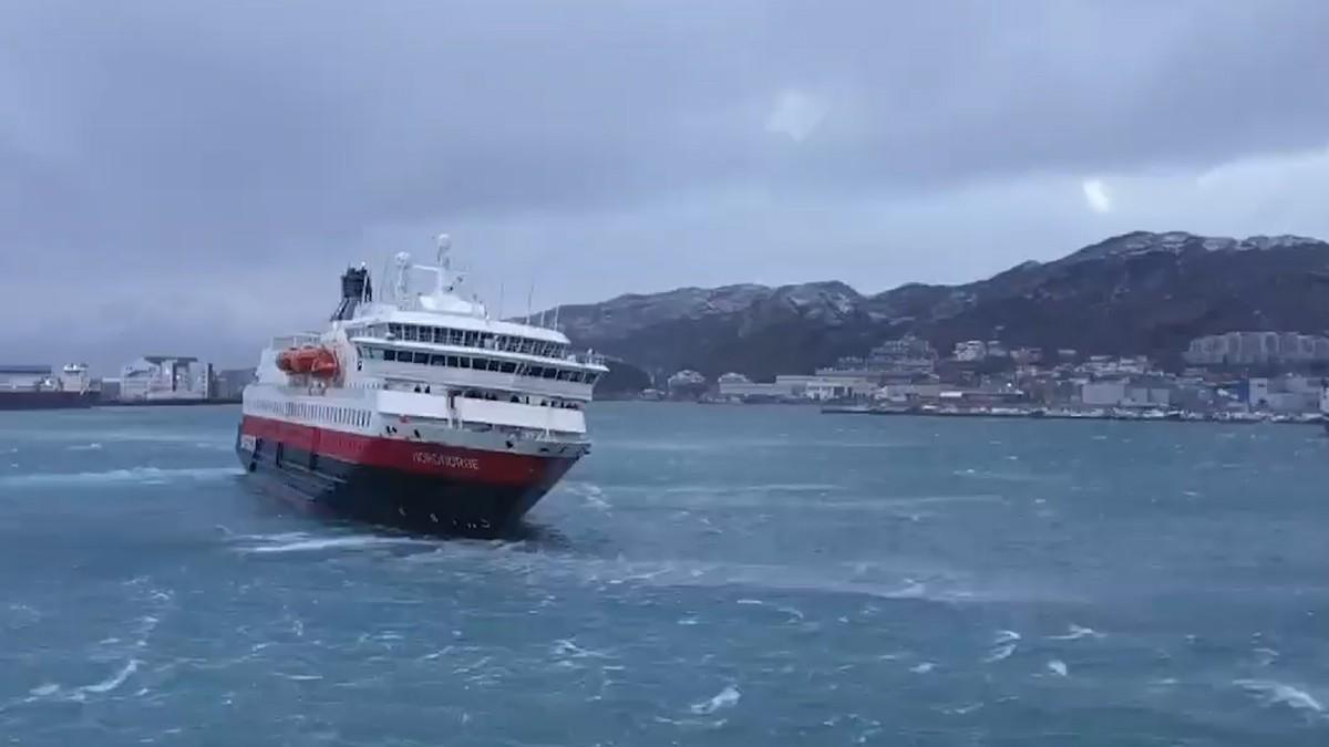 """Hurtigruten MS """"Nordnorge"""" i hardt vær på vei inn til Bodø havn i storm."""