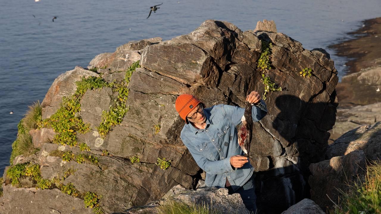 Forsker Geir Systad med drept lomvi