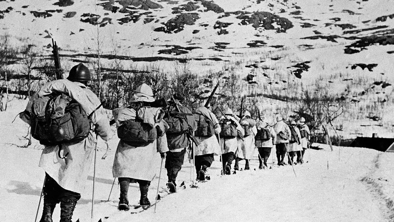 Allierte franske alpejegere på ski i fjellene under kampene ved Narvik.