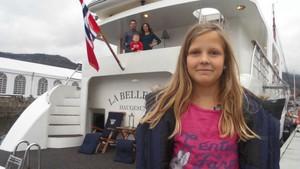 Julie prøver livet i en husbåt