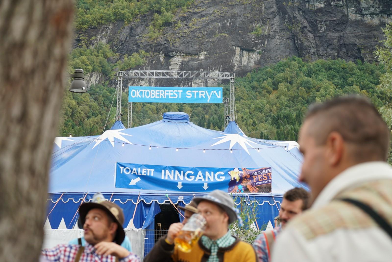 Stor stemning på opningsdagen på Oktoberfesten i Stryn