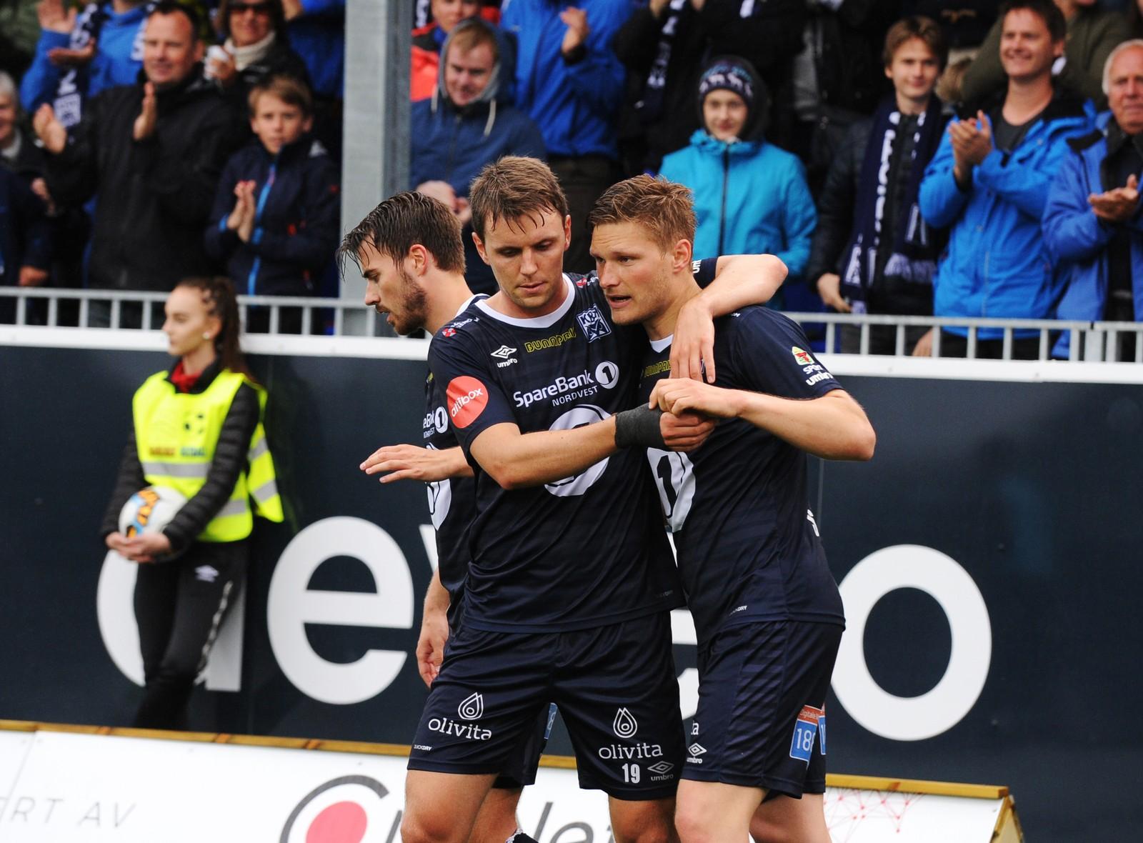 Kristiansunds Benjamin Stokke t.h. jubler for scoring sammen med Andreas Hopmark. Foto: Anders Tøsse / NTB scanpix