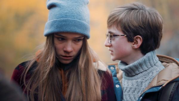 Simone redder Theo fra MCs julekalender. Hun lover å forklare hva et levende minne er. Men da må Theo gjøre matten for henne. Kan Simone være løsningen på Theos problemer, eller lover hun mer enn hun kan holde?