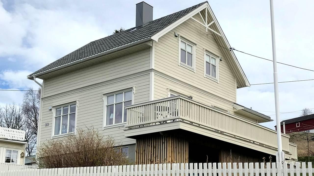 Helga og mannen pusset opp huset for over en million kroner og brukte mange arbeidstimer for å ta vare på barndomshjemmet.