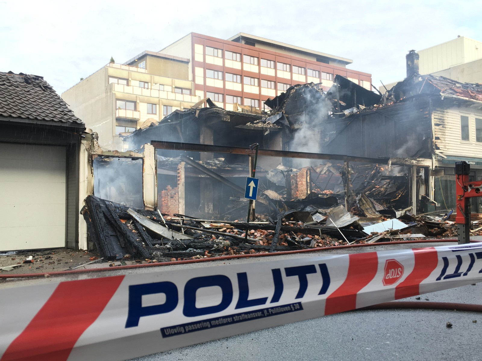 Politibånd sperrer branntomt i Henrik Wergelands gate