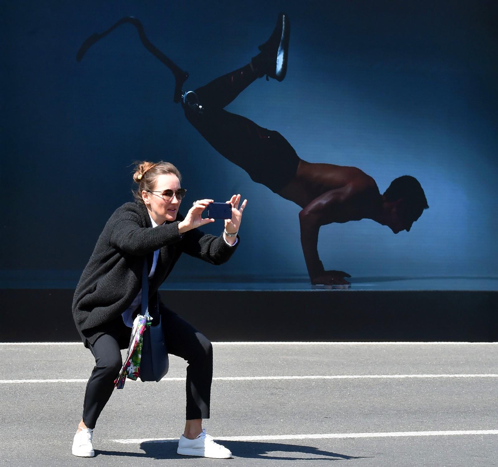 """Dette bildet er fra en utstilling som heter """"Vinnere"""" i Kiev i Hviterussland. Kunstnerne Oleksander Morderer og Tatiana Rublyova står bak utstillingen som viser fram mennesker som har mistet lemmer under krigen i Øst-Ukraina."""