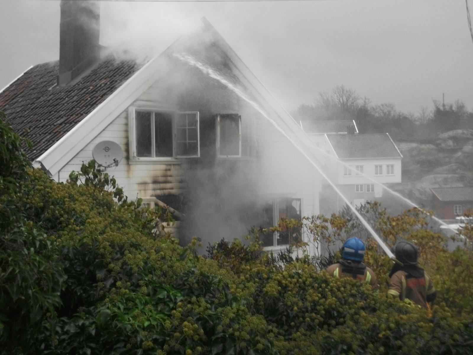 Ingen personer ble skadet, men sommerhuset fikk store materielle skader i brannen. Huset ligger i Stranda og er blant de verneverdige husene.