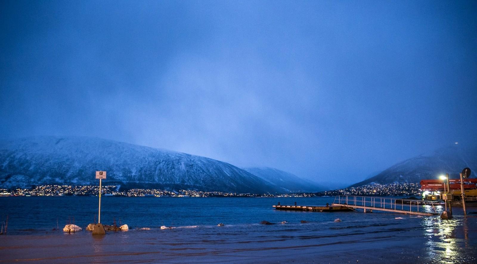 Parkeringsplassen på REMA 1000 ved Stakkevollveien i Tromsø.