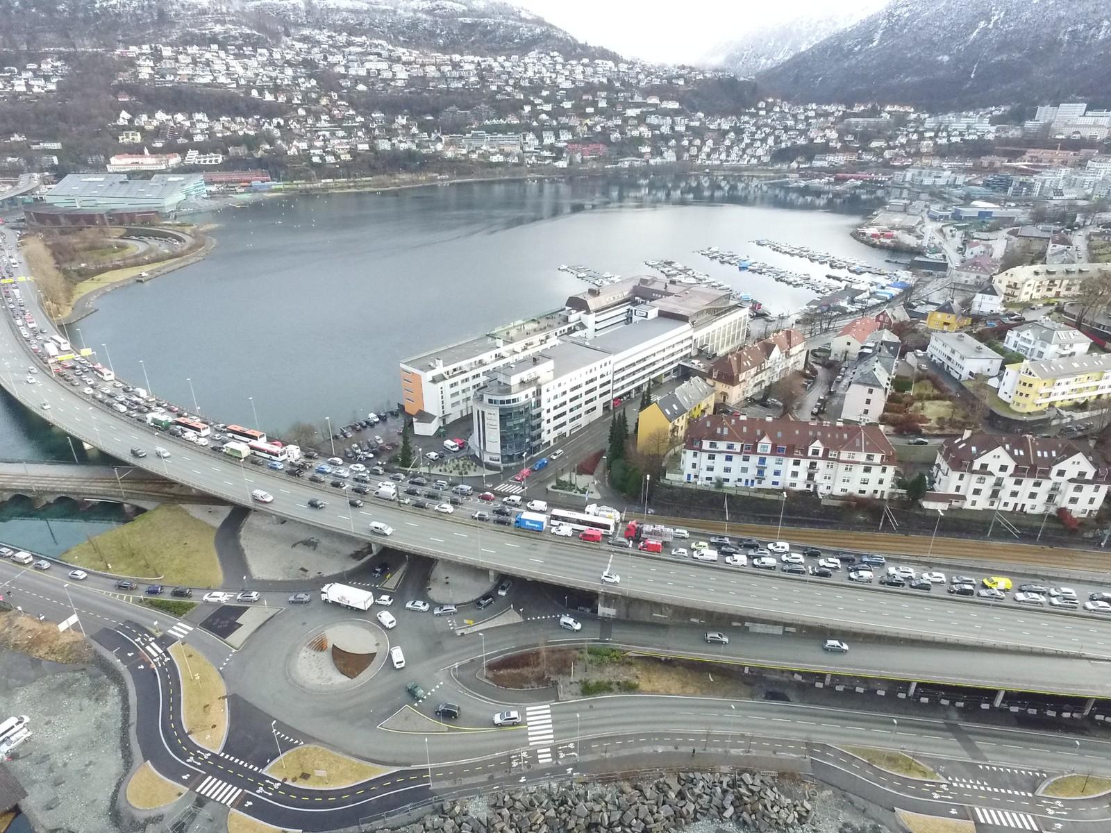 Nesten fem timer etter ulykken var trafikken tilbake til normalt i Bergen.