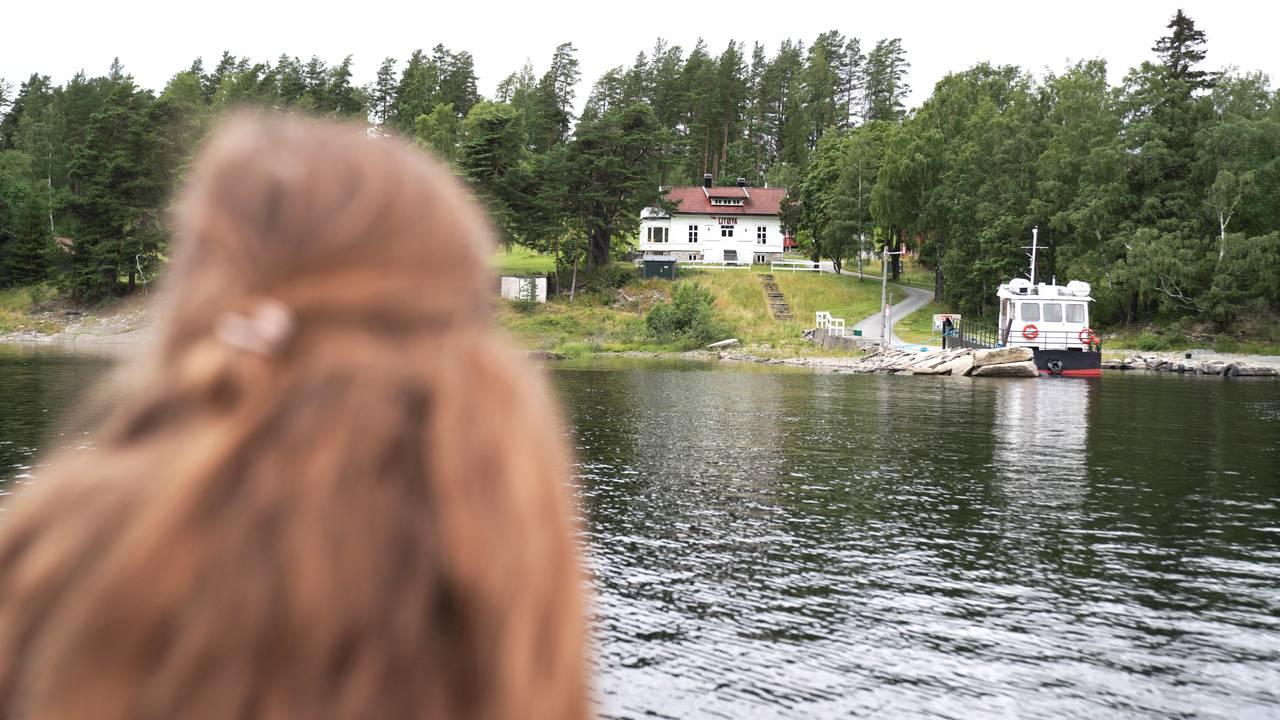 Ina Libak ser mot Utøya.