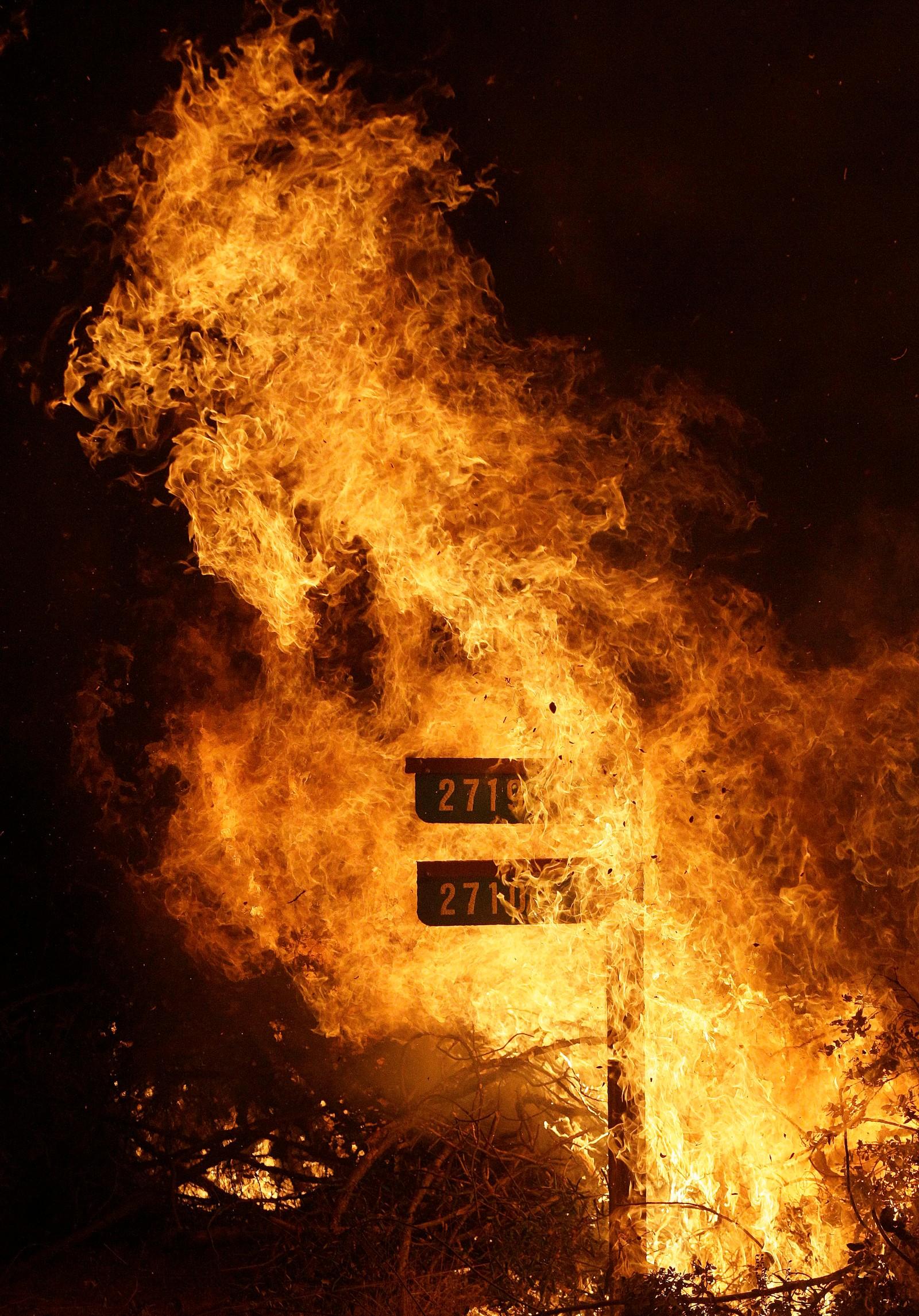 Heftige branner herjer nord-California, blant annet i Lower Lake der dette bildet er tatt.