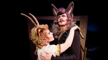 Geita (Ingrid Bergstrøm) og Ulven (Pål Christian Eggen)