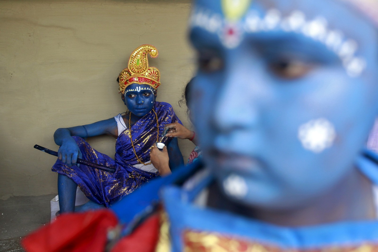 GUDDOMMELIGE: Unge jenter under festivalen for hinduguden Shiva i utkanten av Agartala i India.