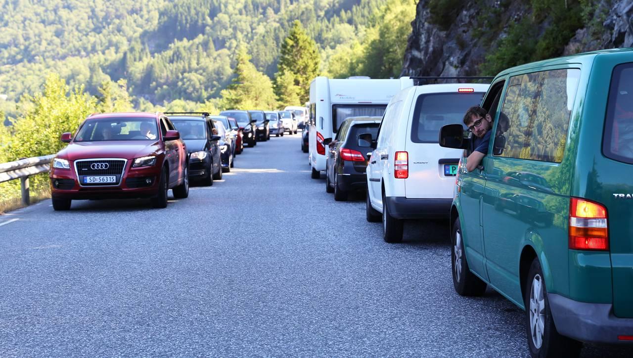 Flere biler i kø på riksvei 13