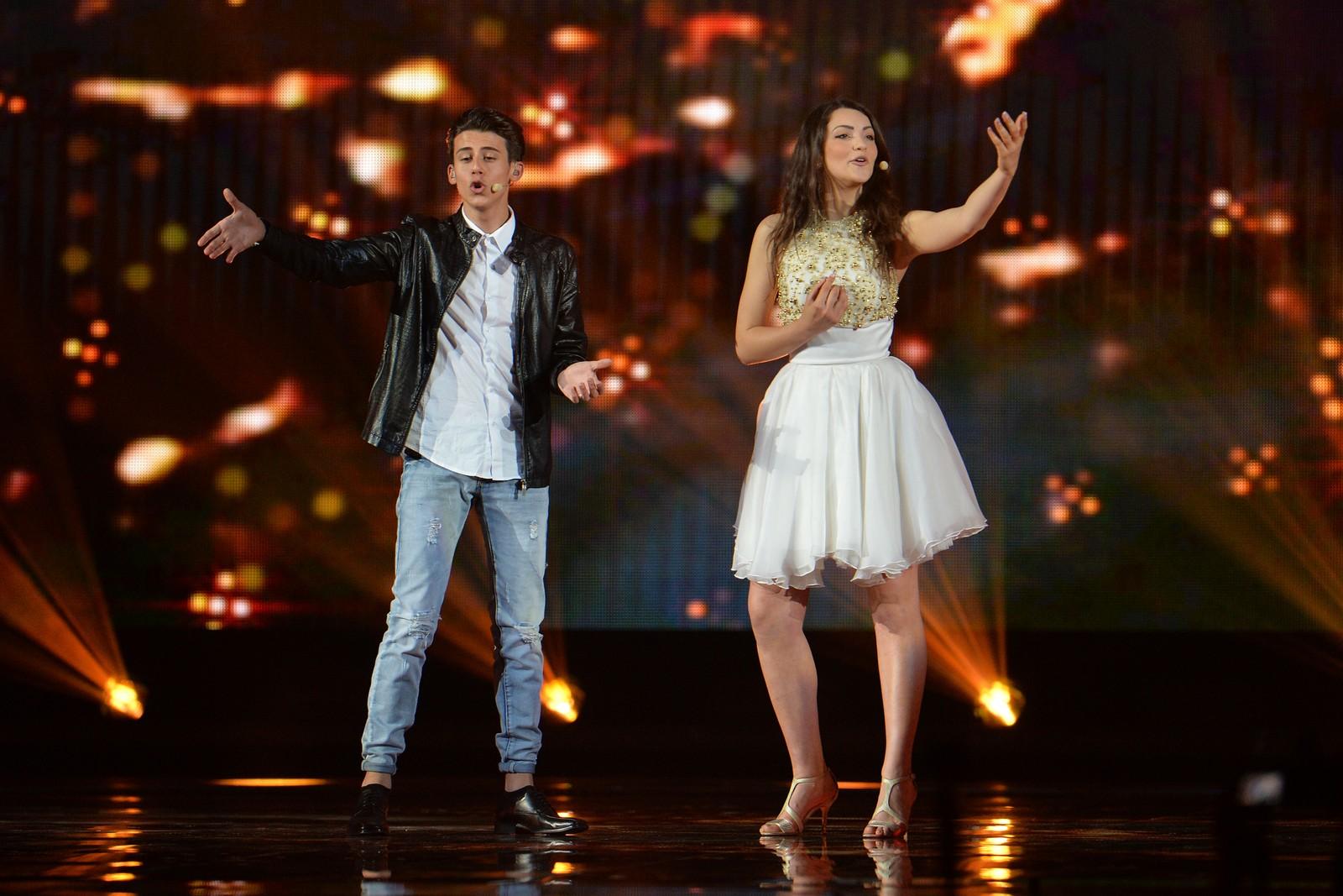 Anita Simoncini og Michele Perniola fra San Marino er tredje artist på scenen i kveld og skal synge «Chain Of Lights». Her fra onsdagens kostymeprøver.