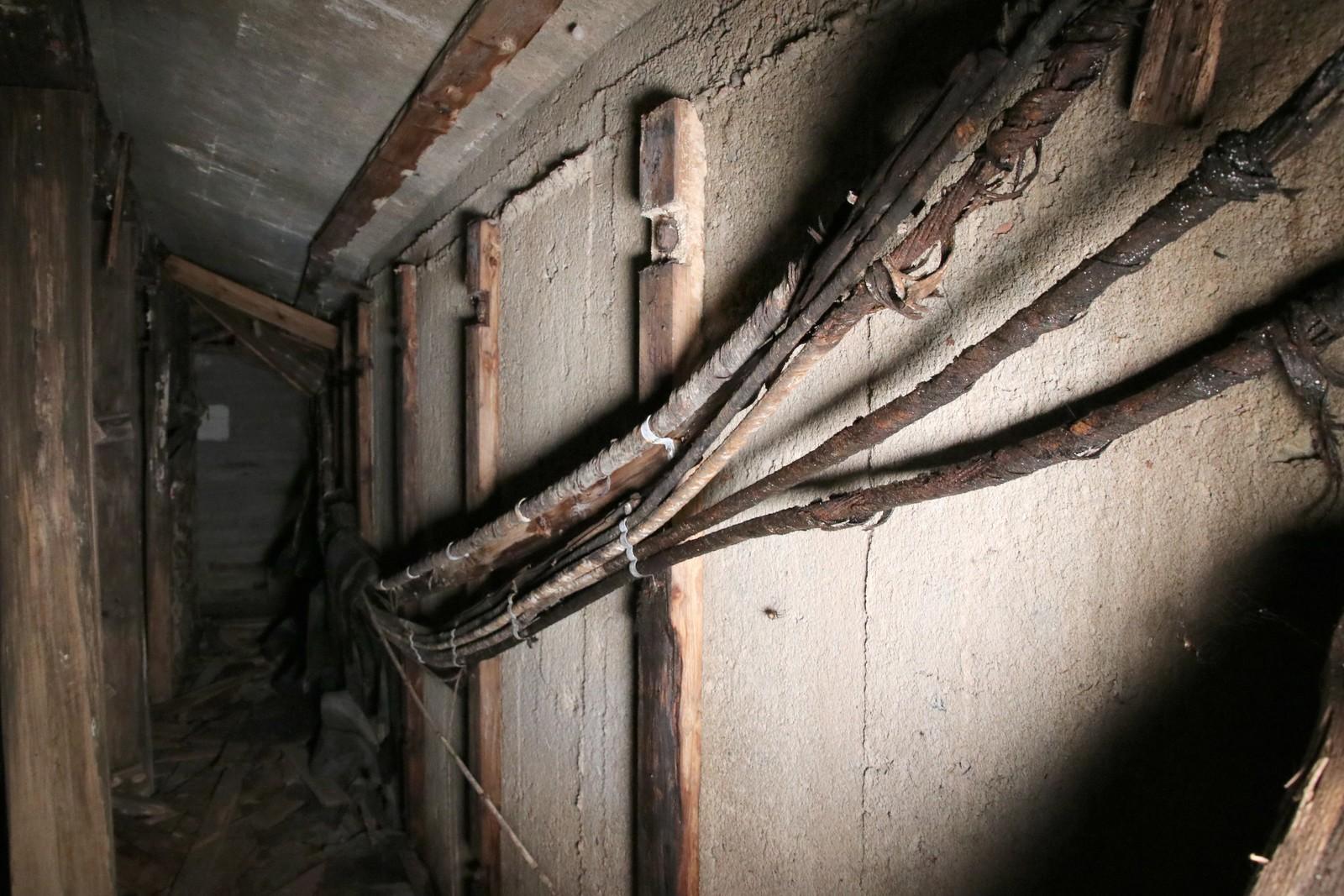 Disse ledningene hang tyskerne opp da de var i Haubitz anlegget.