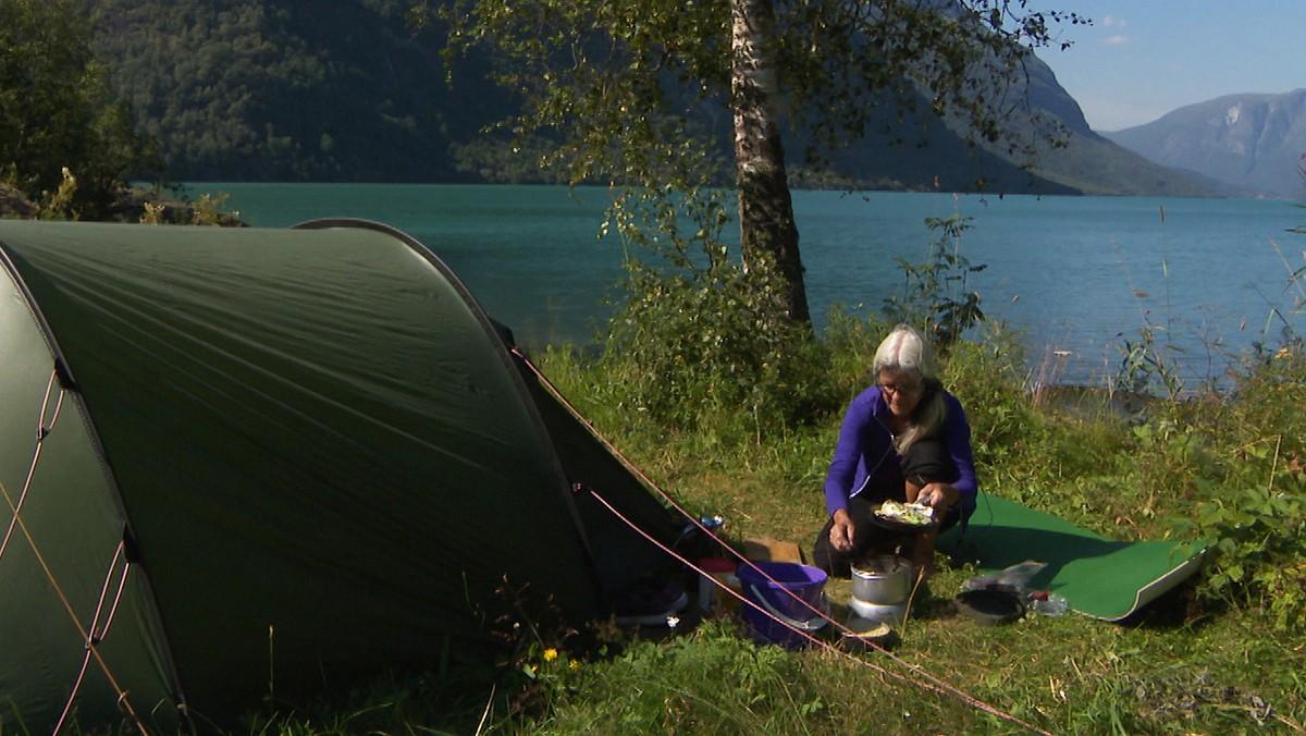 Budde i telt heile sommaren – NRK Vestland
