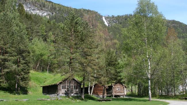 Gamle bygningar på Nordfjord Folkemuseum. Foto: Ottar Starheim, NRK
