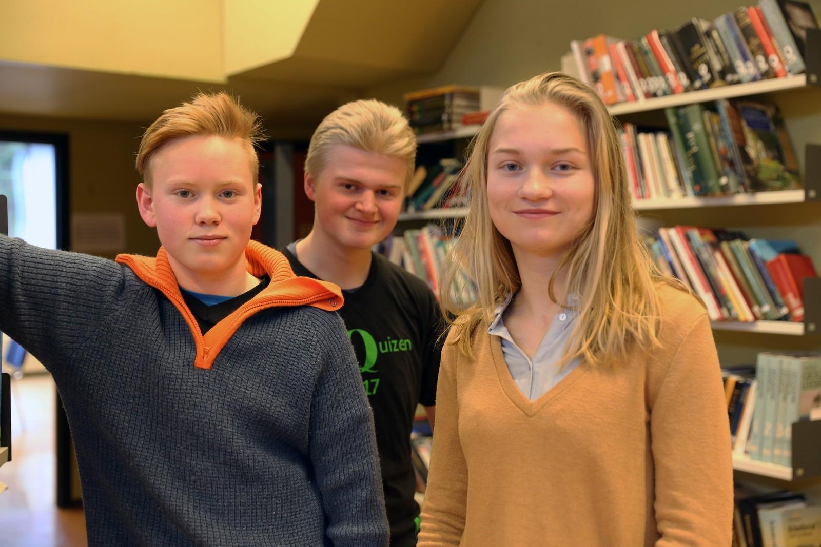 10 POENG: Hatlestrand skule, ved f.v: Otto Femsteinevik, Helge Øvsthus og Hanna Eikeland.