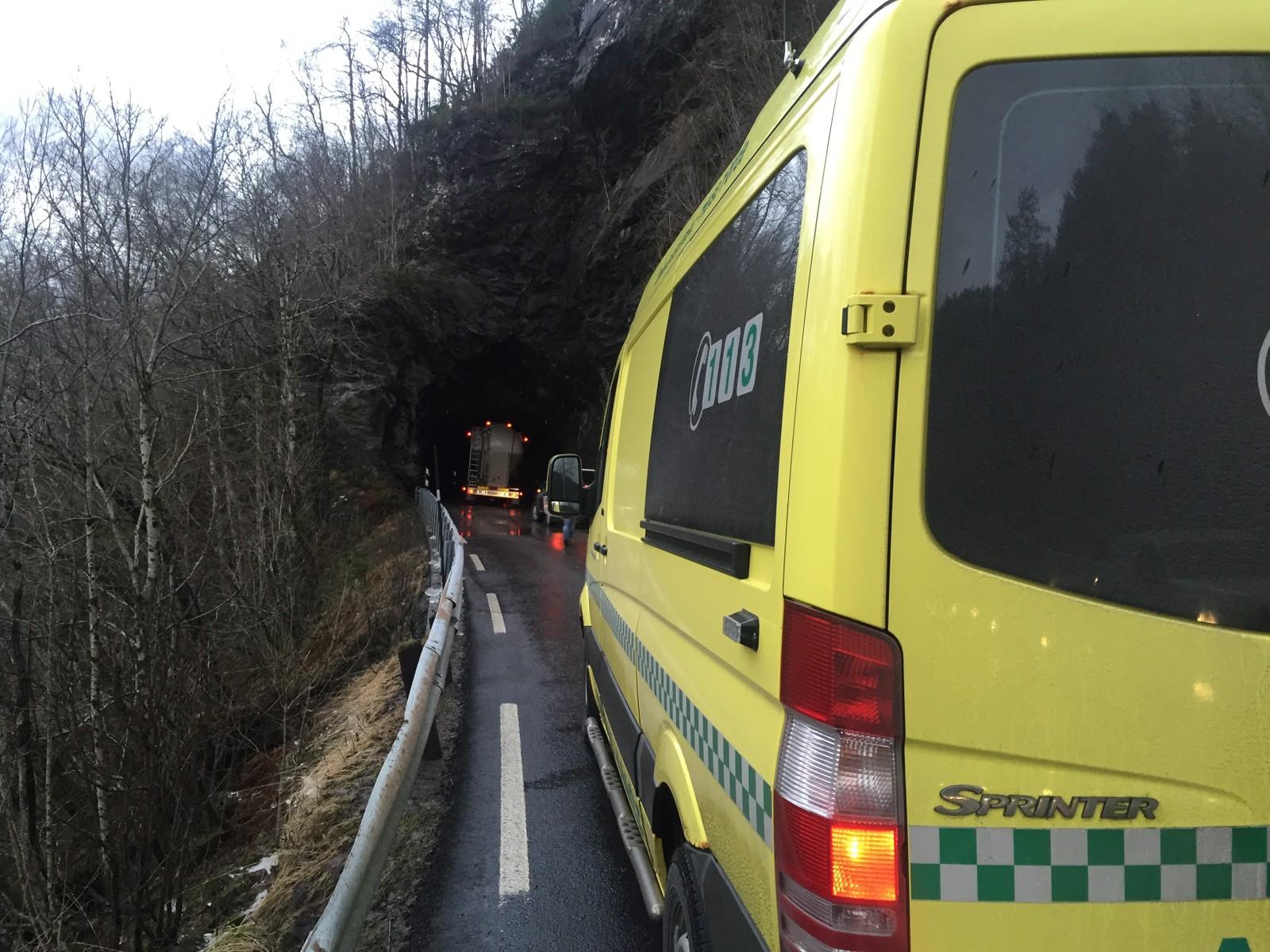 FJALER: Vegen mellom Dale og Førde var stengd.