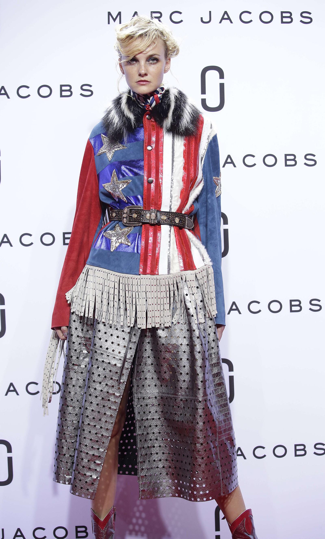 Ikkje så vanskeleg å sjå kva som er inspirasjonen her... Stars and stripes. Modell Caroline Trentini.