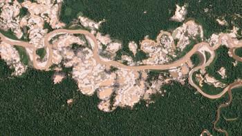 Satellittbilde viser avskoging for gruvedrift i Peru
