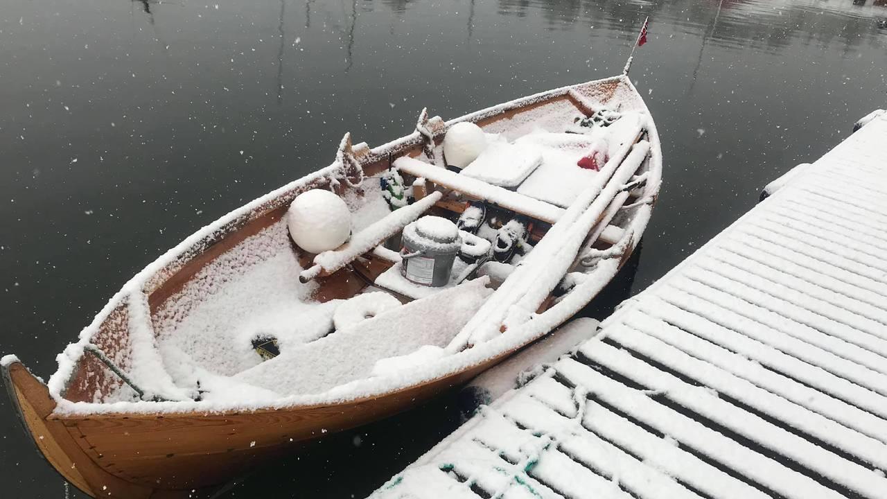 Snøvær i Askevågen, like nord for Bud.