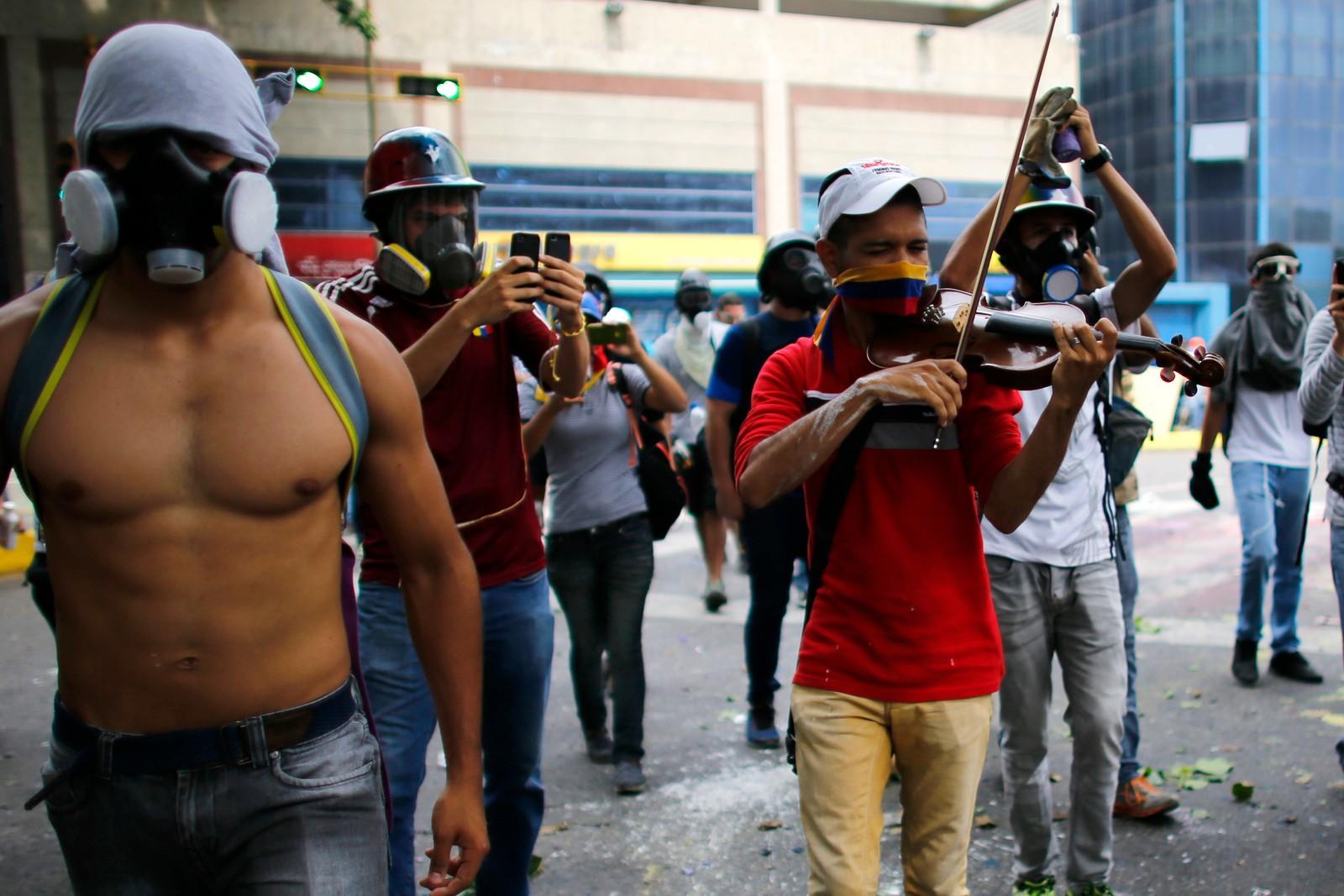 Mennesker har vist sin misnøye mot president Nicolas Maduro i Caracas i Venezuela nesten hver dag siden mars.