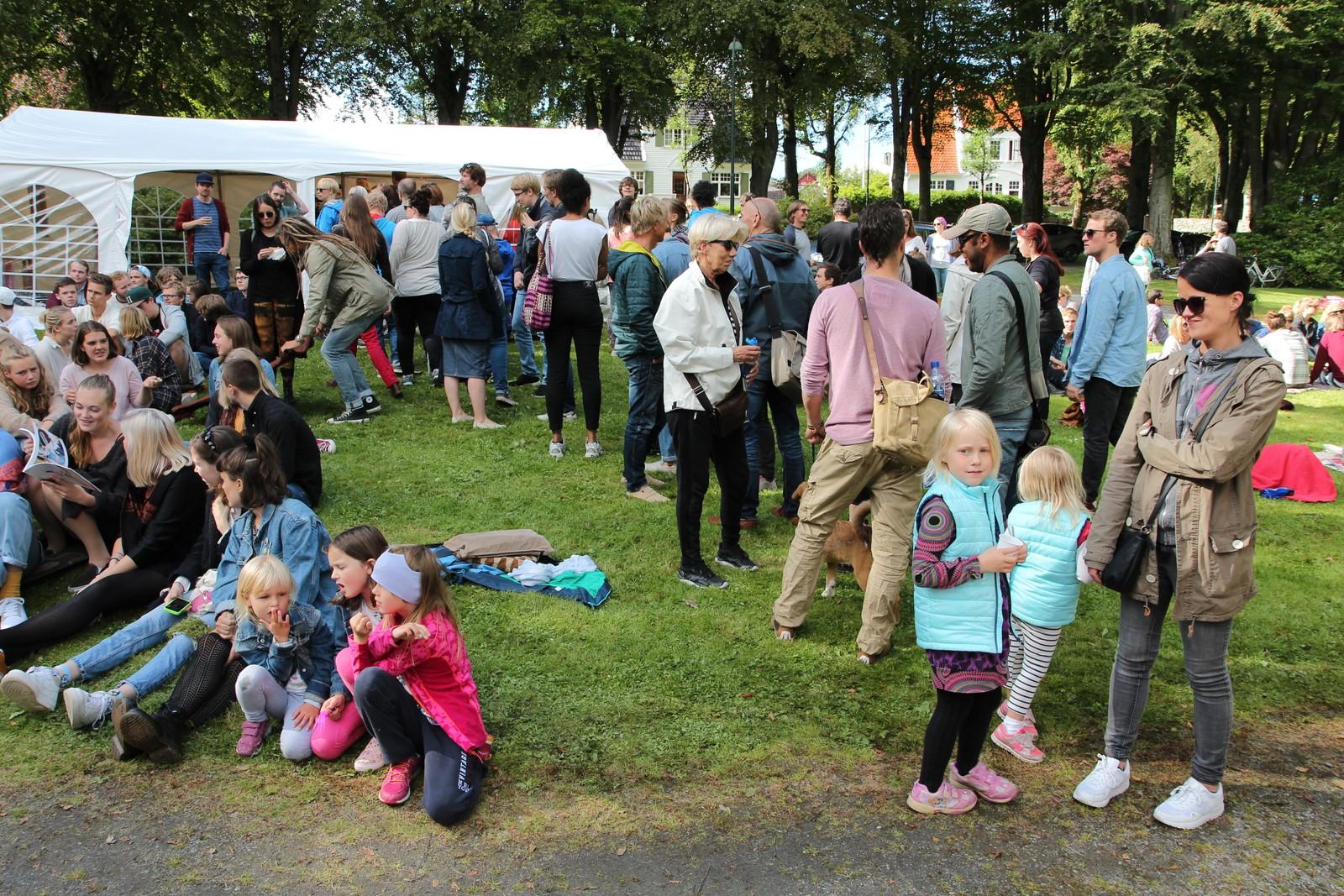 På gratisfestivalen var det gratis mat, og det var populært.