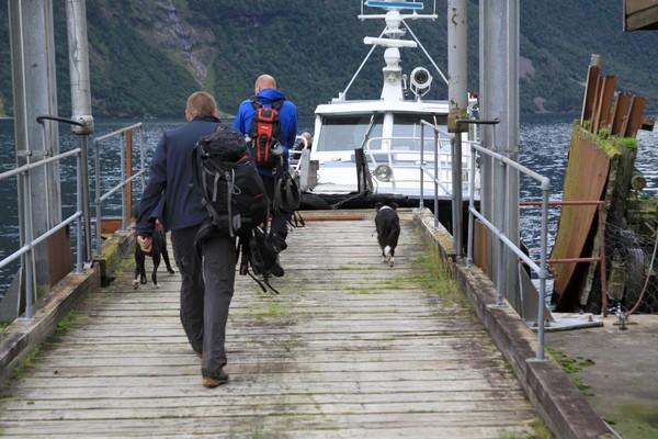 Etappene kan lett kortes inn ved bruk av skyssbåten. - Foto: Arild Eidset