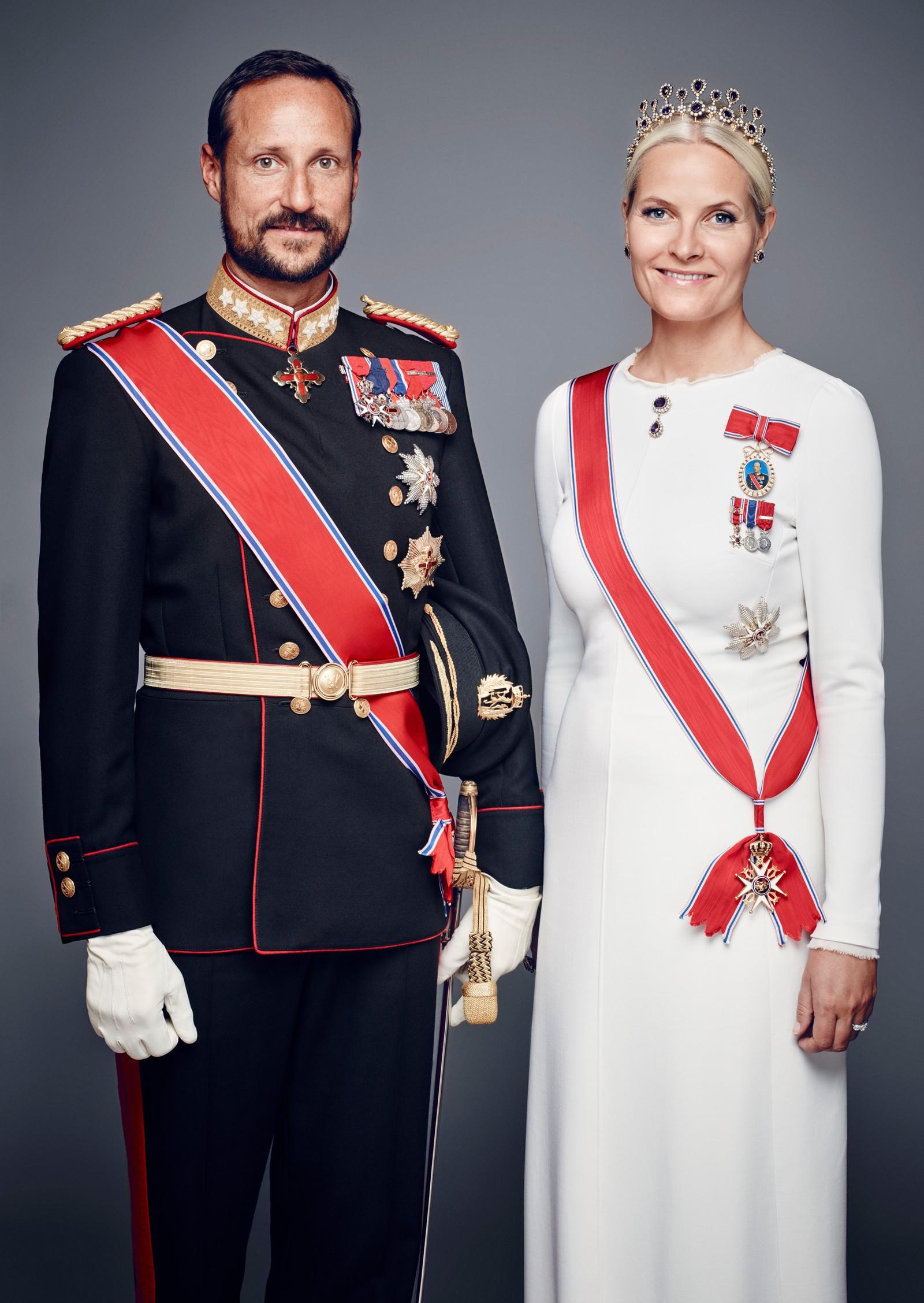 Deres Kongelige Høyheter Kronprinsen og Kronprinsessen i galla.