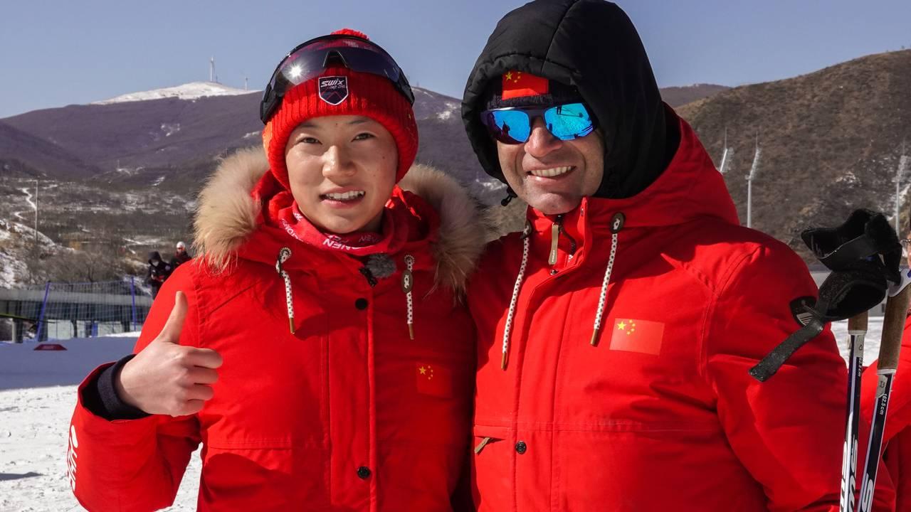 Ole Einar Bjørndalen med ett av Kinas største skiskytter-talent, Ding Yuhuan