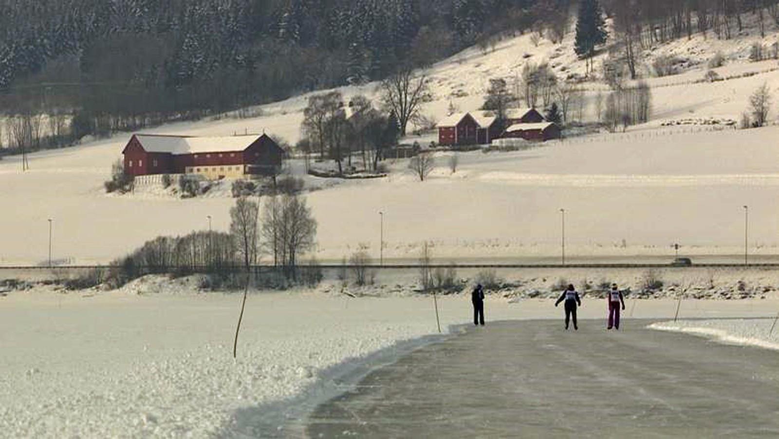 I Holland er det mindre og mindre is om vinteren, så flere tar turen andre steder for å kunne gå på skøyter.