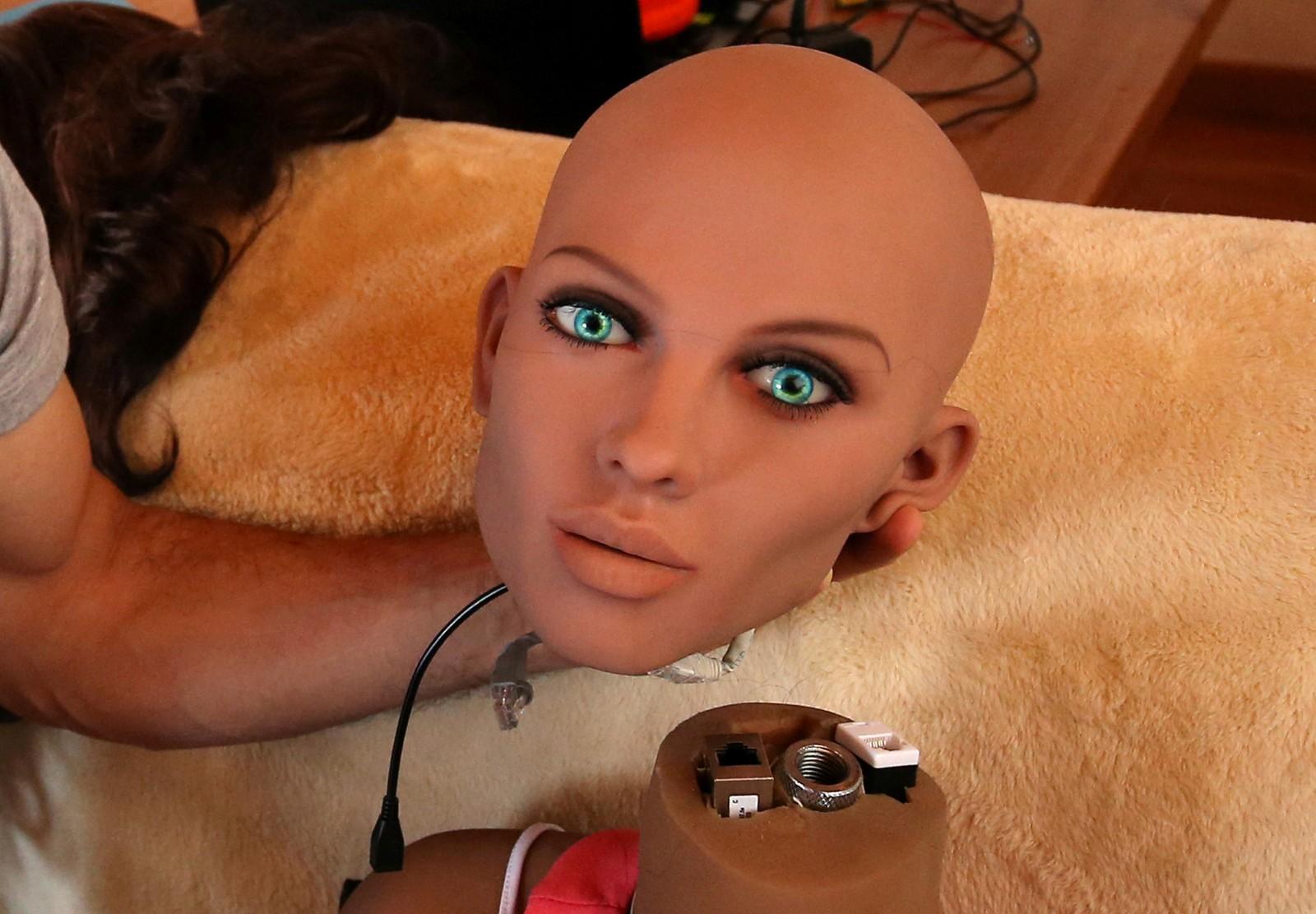 """Fra kunstige hundehoder på forrige bilde, til kunstige menneskehoder. Dette er hodet til """"Samantha"""" - en såkalt sexdukke full av kunstig intelligens, ifølge produsenten."""